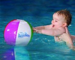 bebe-nageur-ballon